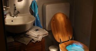 Laat geen toiletreiniger naast de toiletpot staan.